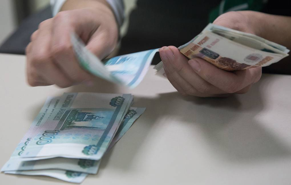 Что делать, если платеж по кредиту больше зарплаты?